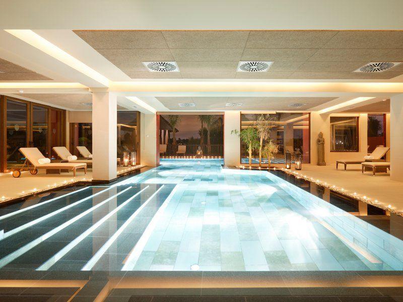 Piscina interior del hotel barcel asia gardens piscina for Hoteles interior alicante