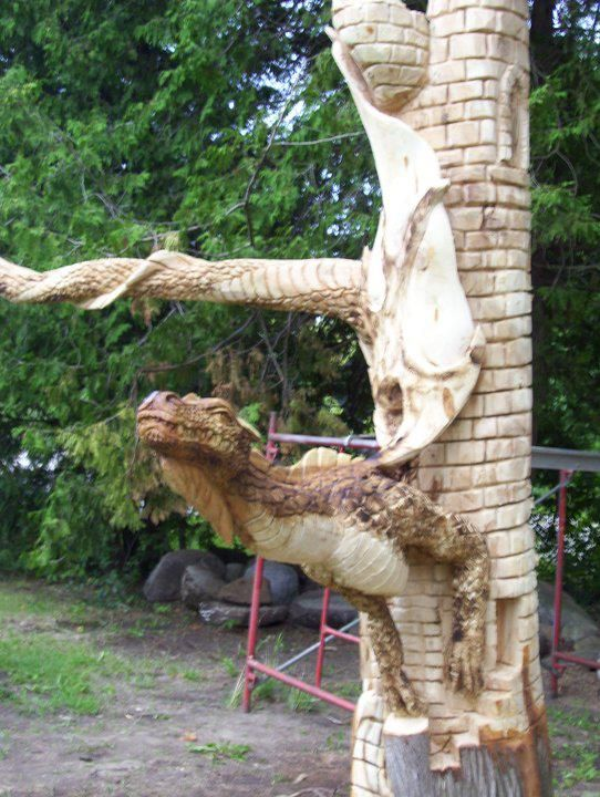 Dragon themed item tree stump carving