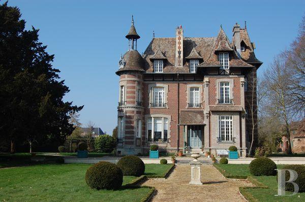Haute Normandie, dans l'Eure, manoir anglo normand - châteaux à vendre - haute-normandie - Patrice Besse Châteaux et Demeures de France, agence immobilière spécialisée dans la vente de châteaux, demeures historiques et tout édifice de caractère. $860,000