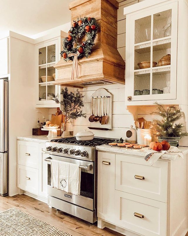 What Does A Kitchen Designer Do: Rustic Kitchen Goals 😍 We LOVE That Wreath Above The Stove