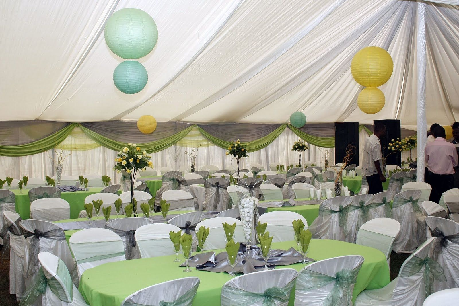 Garden wedding reception decoration ideas how to make for Pictures of wedding venues decorated