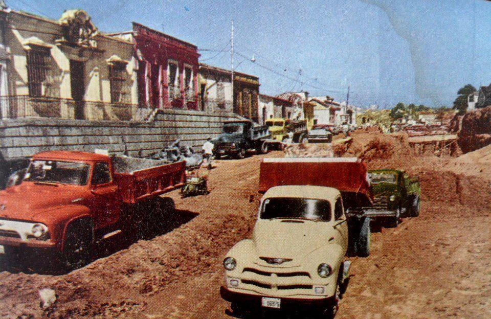 Construccion de la Avda San Martin, Caracas (1950)