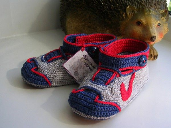 Crochet Nike Inspired Baby Booties Sneakers Free Patterns   Kleidung ...