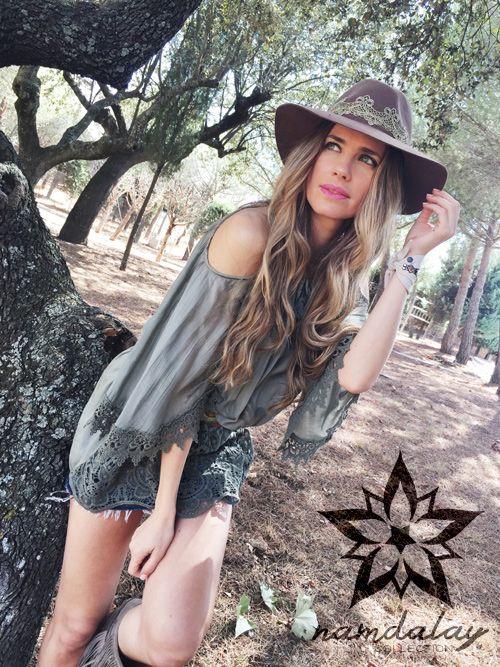Hoy hemos conocido de la mano de nuestra diseñadora Vanesa Romero un avance de los nuevos sombreros Namdalay que muy pronto podréis encontrar en nuestra web. ¿Qué os parece?  Y como bien dice nos ella... Hagamos de este miércoles un día único e inolvidable ¿Quién se apunta?