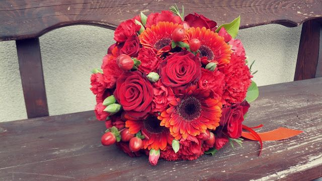 Bordowe Gerbery Do Slubu Szukaj W Google Floral Wreath Floral Wedding