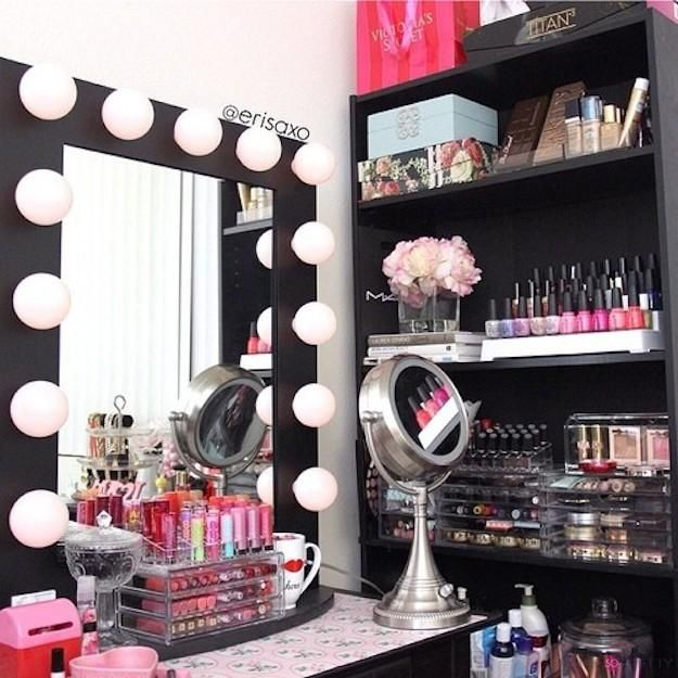 13 Insanely Cool Makeup Organizers I need a bookshelf next to my vanity!