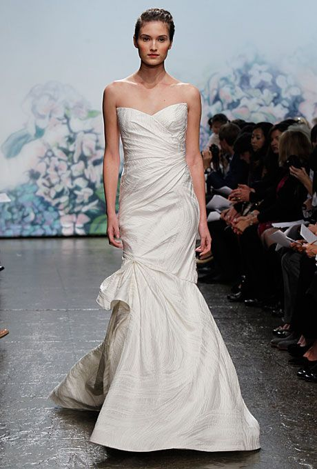 Monique Lhuillier Fall 2017 Jenna Strapless Ivory Satin Trumpet Wedding Dress With A Sweetheart Neckline