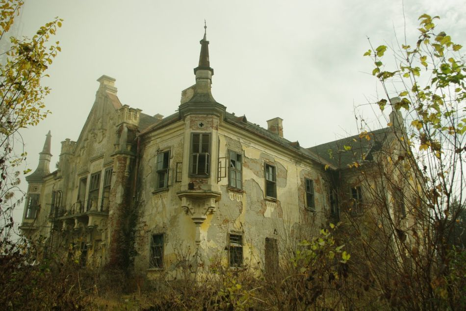 10 Of The Most Beautiful Abandoned Places From Around The World   KickAss  Things