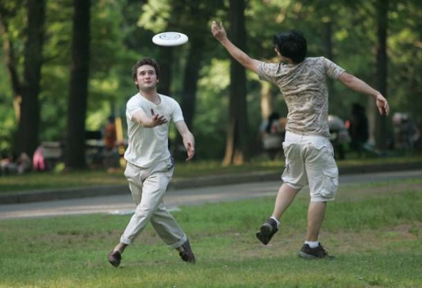Two Teens Try To Catch A Frisbee At Van Saun County Park In Paramus Http Www Bergencounty Com Sports And Recreation Frisbee Bergen Bergen County Recreation