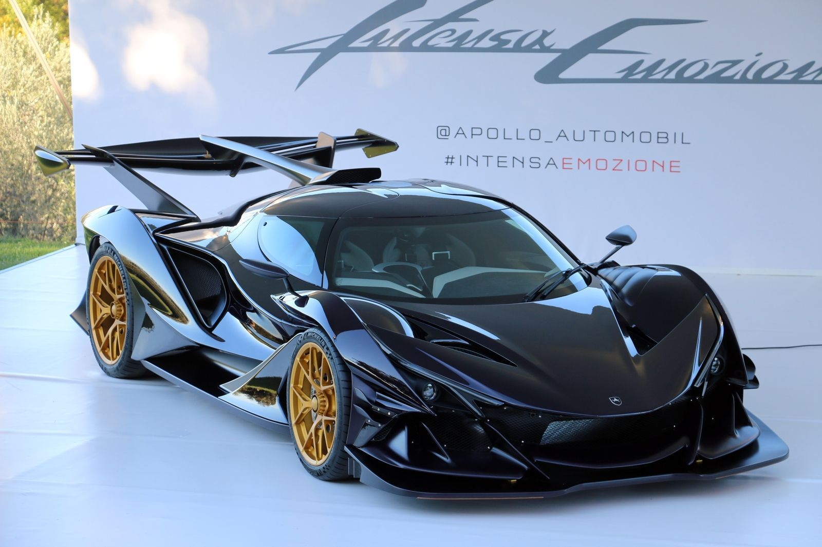 The 2 7 Million Apollo Ie Hypercar Live Gallery Tourer Automobil