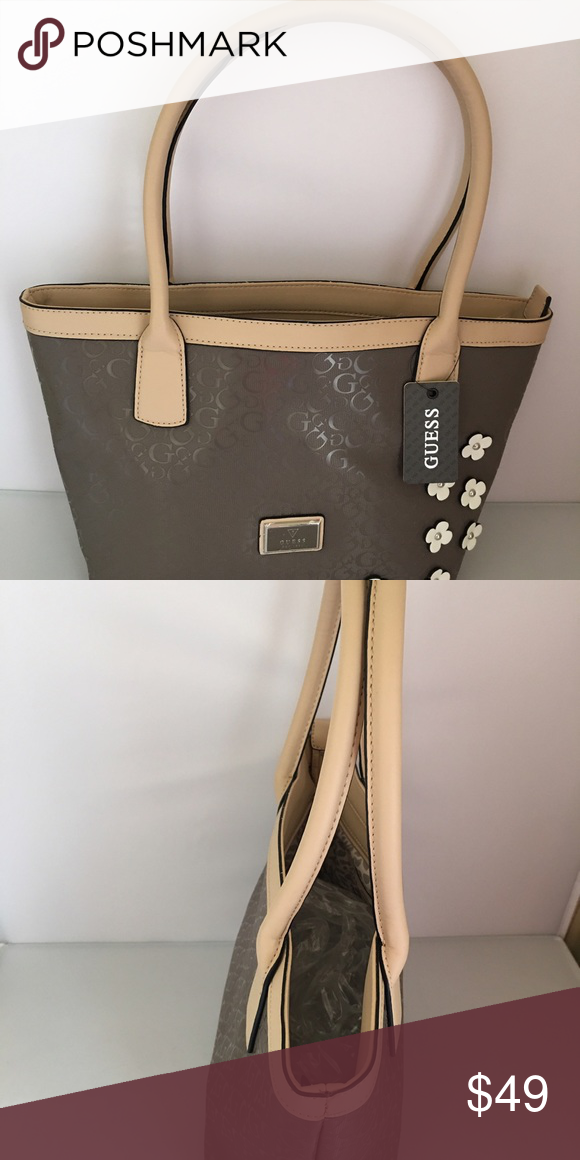 Guess tote bag New guess tote bag. Price tag is attached Guess Bags Totes 25f4b92e1a
