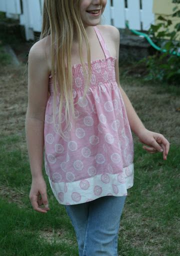 Ecolovies ~ Smocked/Shirred Pillowcase Top - from goddesshobbies.blogspot.com - I think Madilyn would look really cute in this!