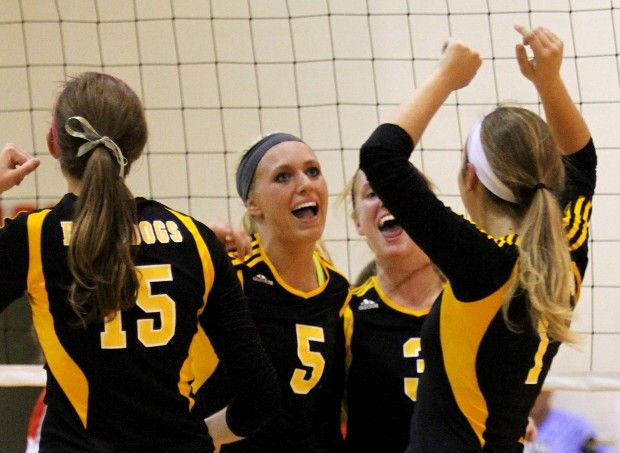 Head Of The Class Mac Features Nine D I Volleyball Recruits Quad Cities High School Sports Qcvarsity Com High School Sports Volleyball Recruitment