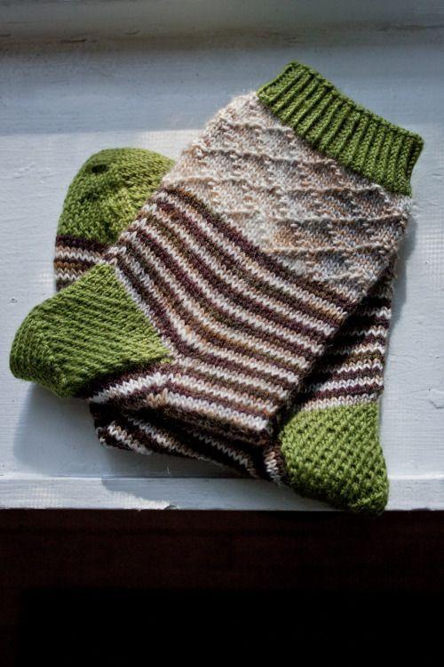 Photo of Handgestricktes Sockenmuster mit Streifen und Textur!