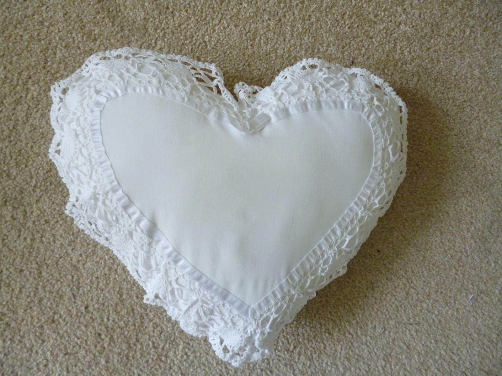 Stupendous Vintage Shabby Chic Style White Heart Cushion Ebay Home Interior And Landscaping Ponolsignezvosmurscom