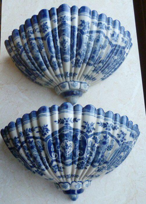 Twee stukken Makkumer aardewerk