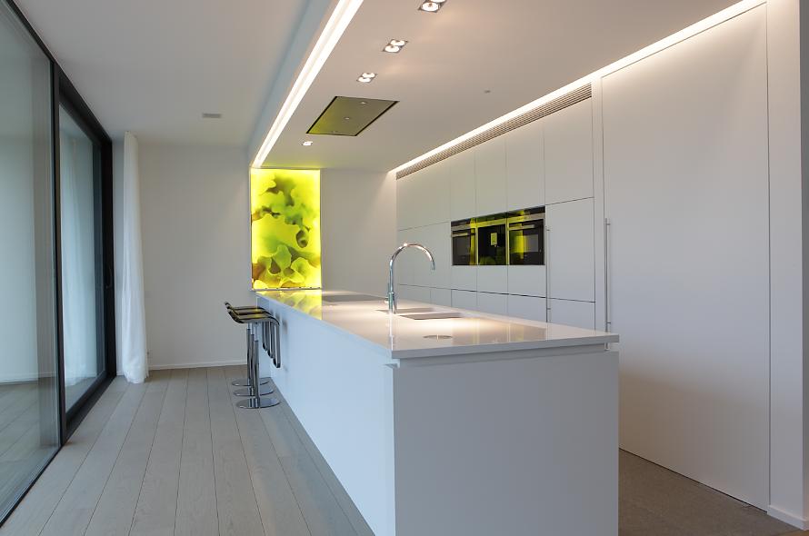 Witte keuken met werkblad in topiq white composiet for Zelf keukenontwerp maken