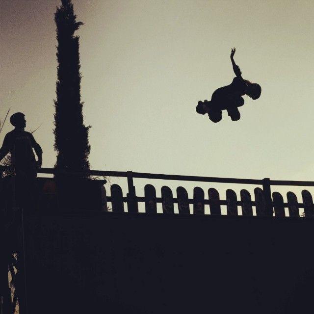 Pedro Quintas voando na Califórnia. #Onbongo #Skate #team @pedrohquintas #california #skt
