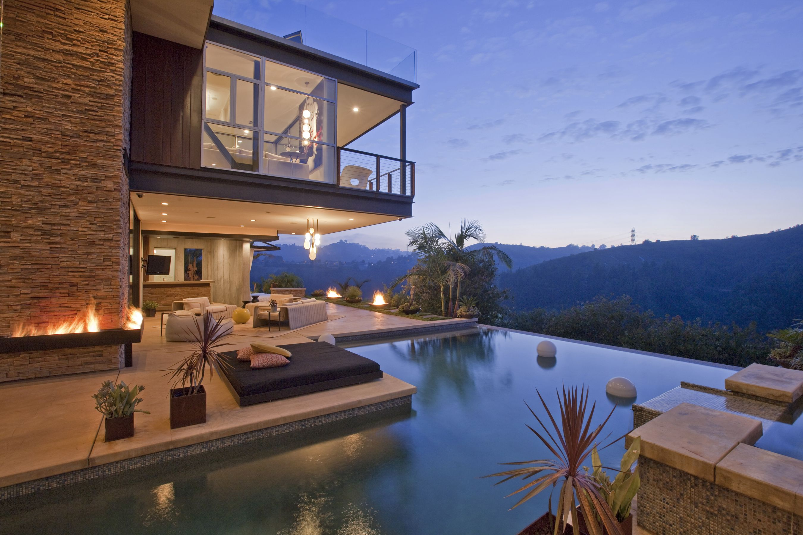 Luxury Homes For Sale Luxury Real Estate Luxury Portfolio Celebrity Houses Hollywood Hills Homes Architecture