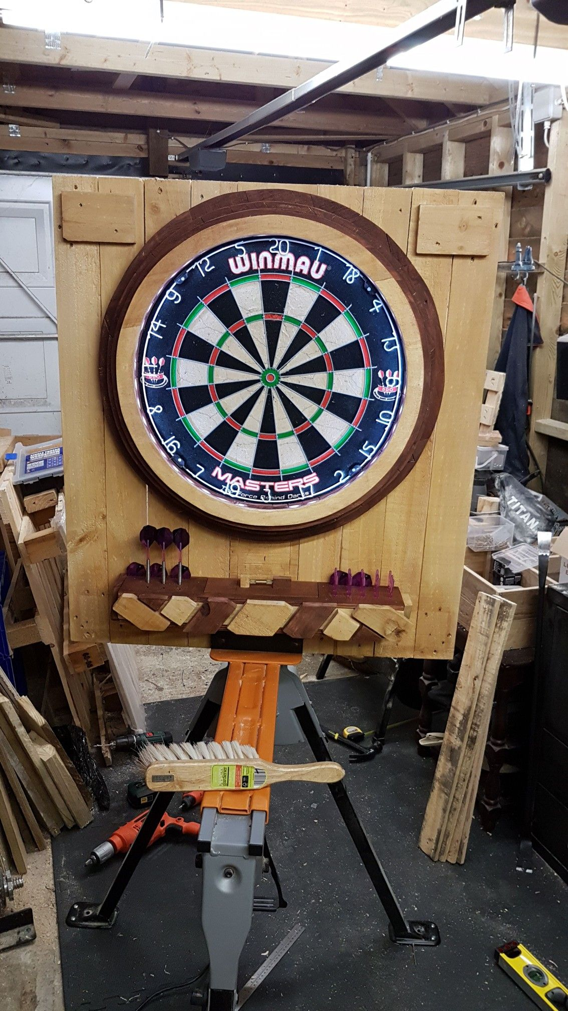 Pin Von Steve Allen Auf Pallet Wood Dartboard With Led Ring Light