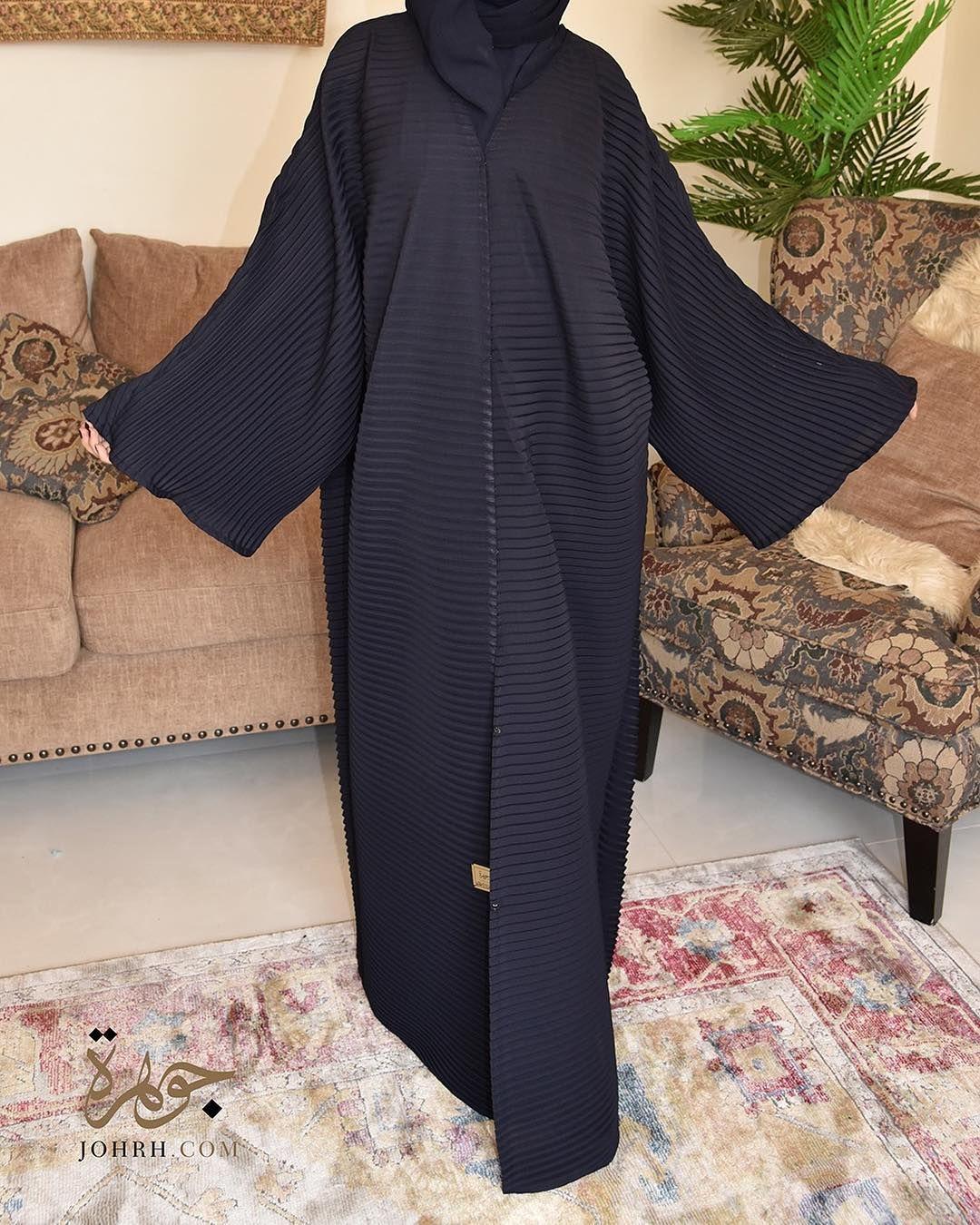 تألقي مع هذه العباية الفريدة من نوعها والتي تمتاز بقصة البليسيه الكلاسيكية بلون كحلي رائع والتي فصلت بأسلوب مبتكر لتواكبي بها آخ Fashion Women S Top Kimono Top