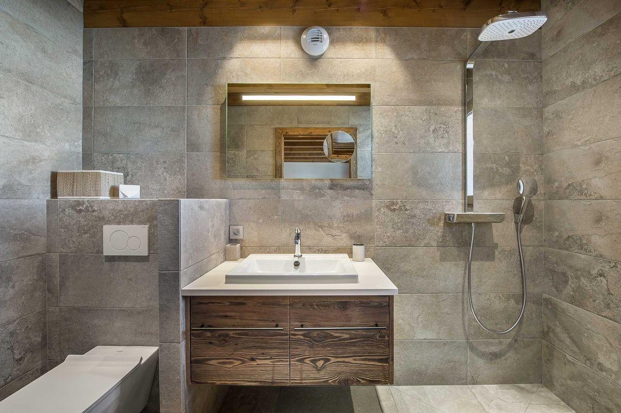 Salle de bains, douche italienne, meuble en vieux bois et ...