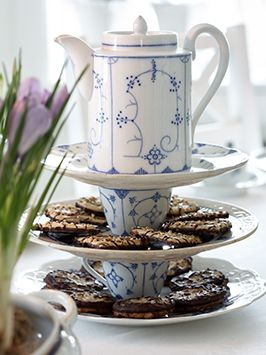 Make your own stacked serving tray, blue and white tea pot