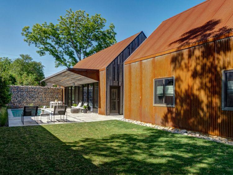 bardage acier Corten, parement bois massif, piscine extérieure et ...