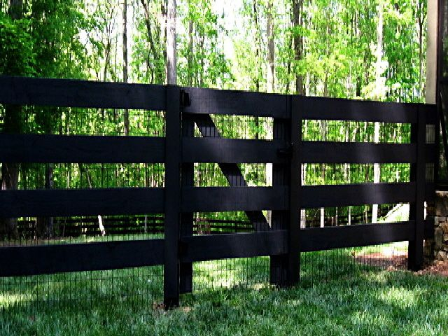 4 Board Fence And Gate Wood Stained Black Has Mesh Hmmm Backyard Fences Farm Fence Modern Fence