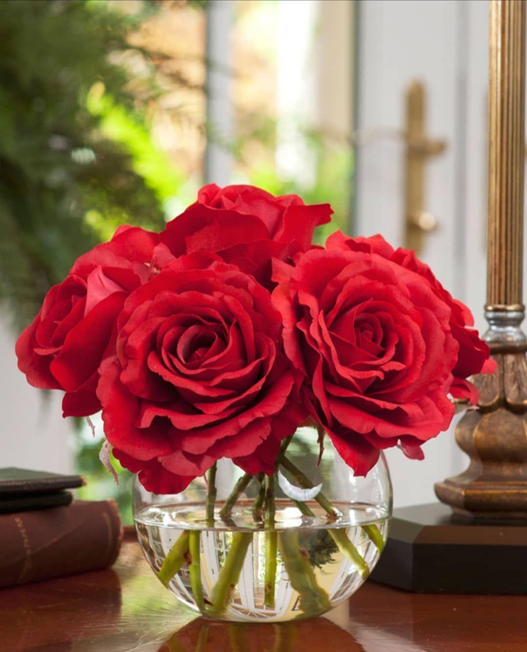 القلوب الرائعة من حولنا هي السعادة الحقيقية اللهم أسعد قلب من نحبهم فيك عذبة هي الصباحات مع من Silk Flower Arrangements Rose Arrangements Flower Arrangements