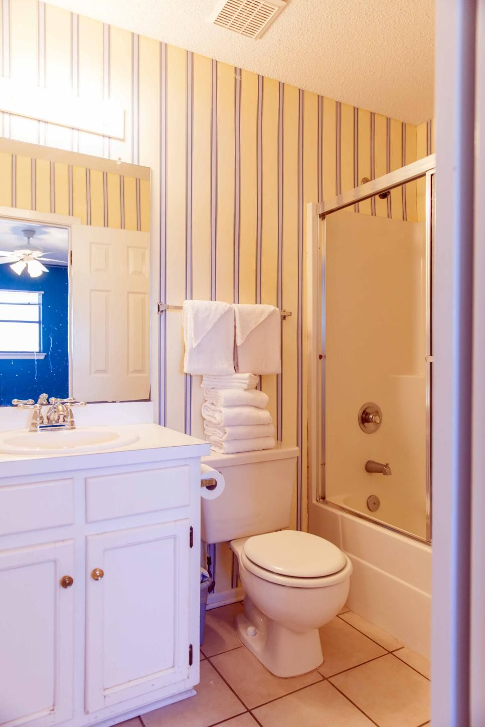 20 Small Bathroom Before And Afters Small Bathroom Makeover Small Bathroom Remodel Small Bathroom