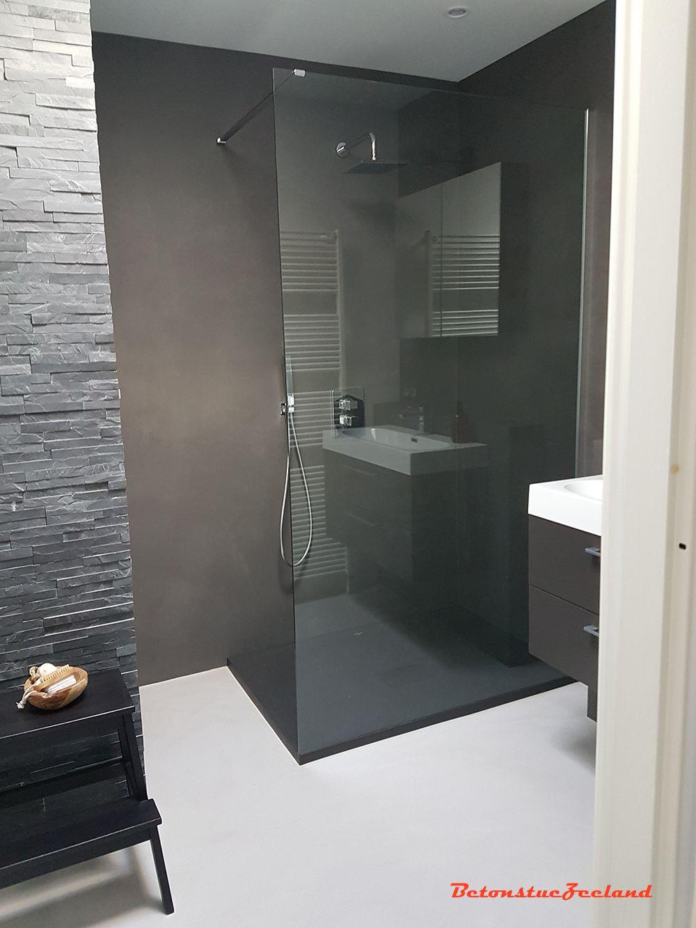 Badkamer te Goes in betonstuc. Betonciré kleur 66 met betonflow ...