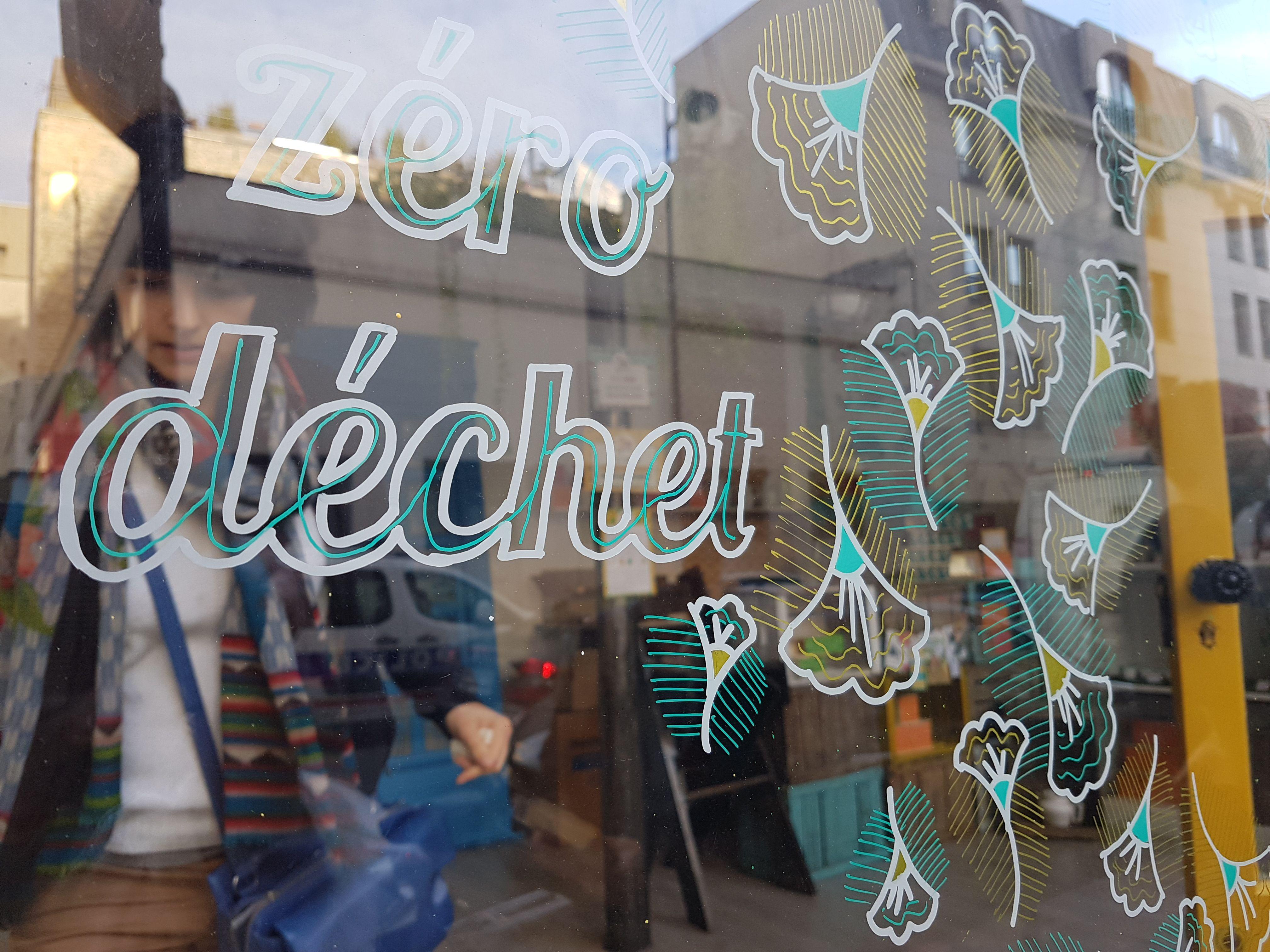 Retrouvez Nos Cosmetiques Solides Et Veganes Dans Notre Atelier Boutique A Paris Vous Pouvez Acheter Nos Deodorants Dentifric Boutique Atelier Boutique Vegan
