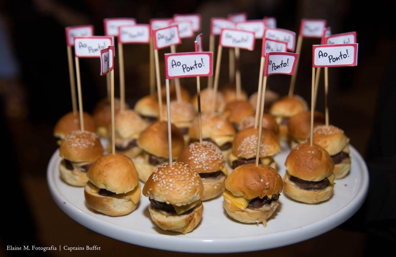 Mini hamburguinho caseiro. #CaptainsBuffet #Wedding #Buffet #Buzios