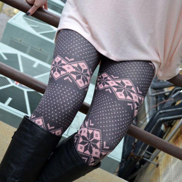 Gum Drop Pink Snowflake Leggings