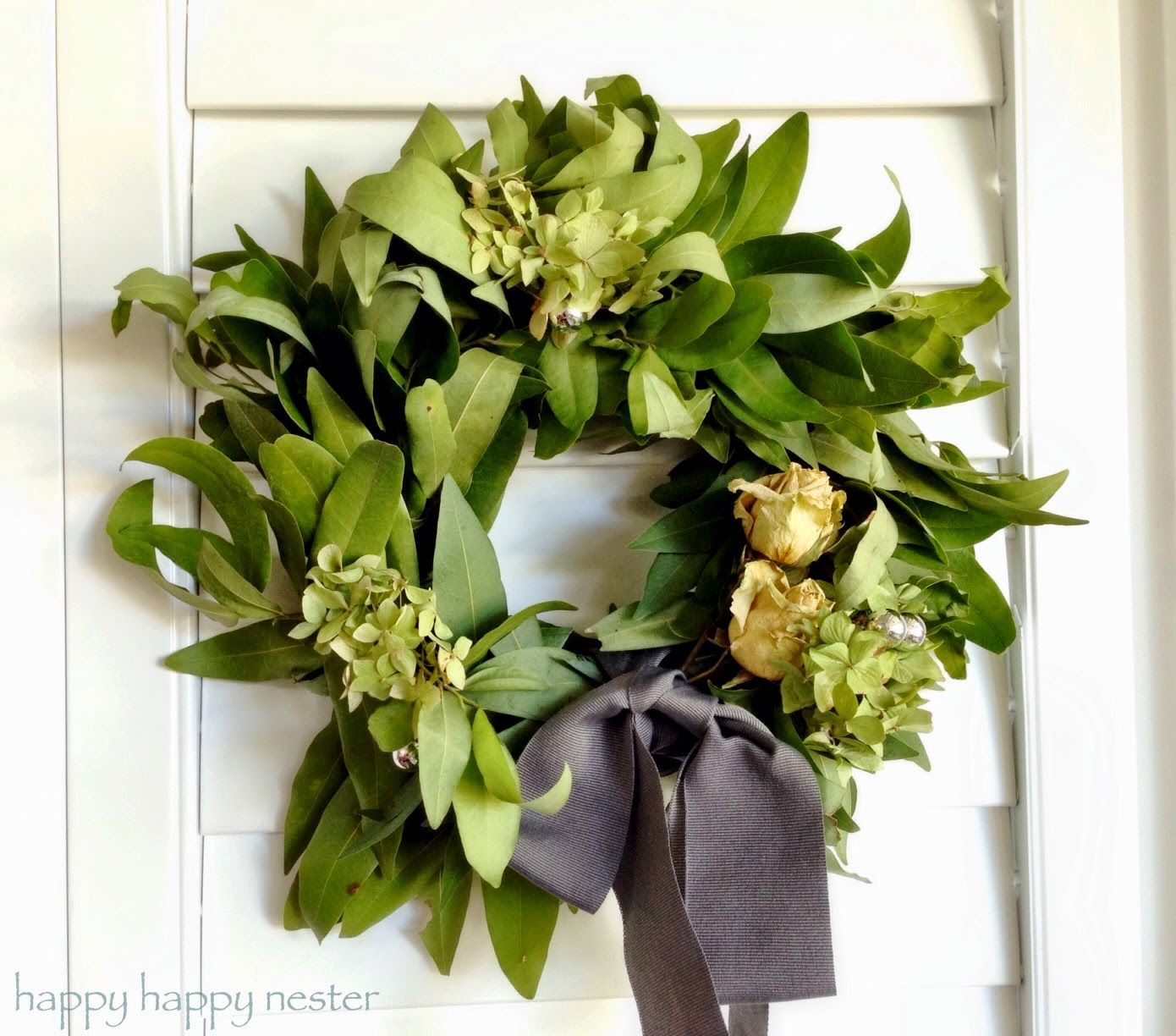 How To Make A Bay Leaf Wreath With Images Leaf Wreath Wreath