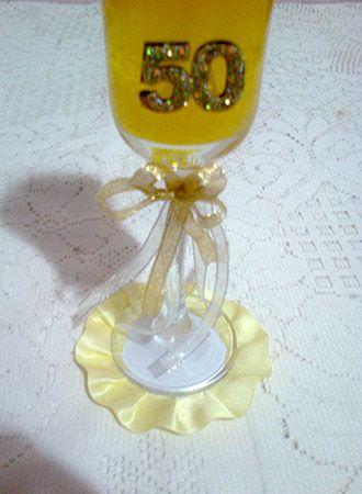Copa de champagne con vela 50 a os centros de mesa mis for Centros de mesa con copas