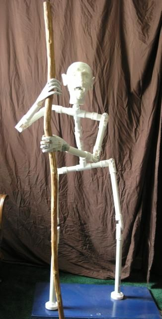 """Using a Spider Hill Prop Works kit I have made the body frame.  I wanted short, hunched back and wide hips.  The hands are of paper - mache using """"Spooky Blues"""" idea.  http://spookyblue.com/halloween/brig...skeleton05.htm"""