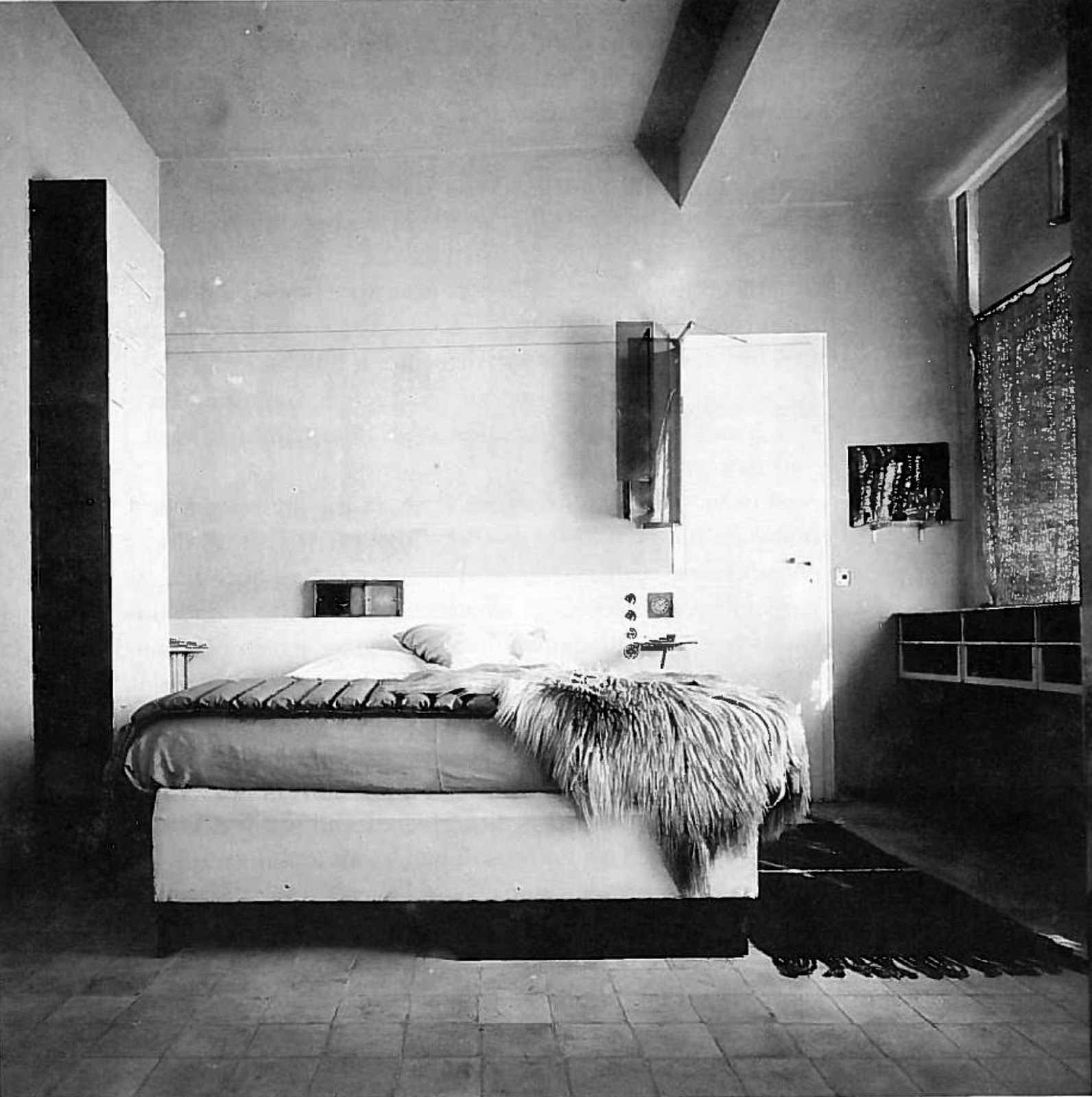 eileen gray interior pinterest weimarer republik 20er jahre und weiss. Black Bedroom Furniture Sets. Home Design Ideas