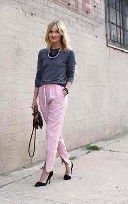 How to Wear Pastel Pants – Four Bloggers Model Pale Jeans   Fall ... 6c4eebb626