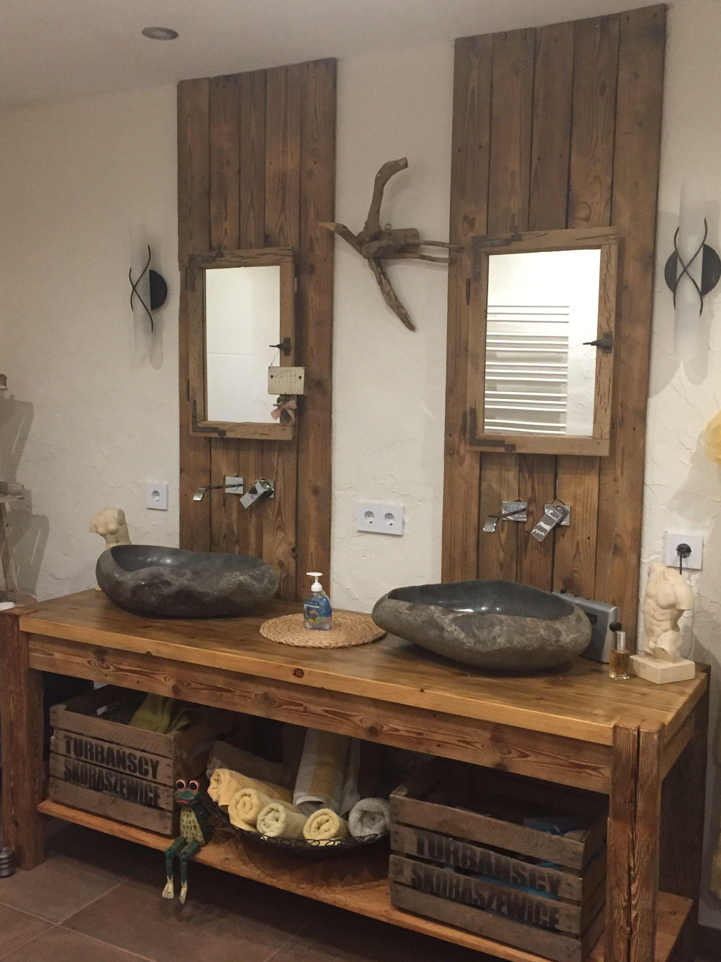 8 Rustikalen Waschtisch Aus Altholz Mit Steinwaschbecken Und Eintagamsee Industriedesign Badezimmer Landliche Badezimmer Steinwaschbecken