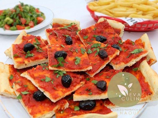 Cette pizza algérienne traditionnelle à lu0027ancienne est toute simple