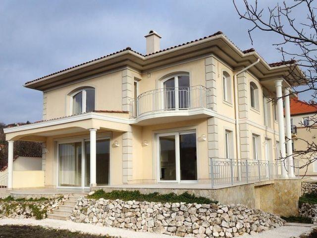 Classic exterior classic exterior design beige exterior for Classic villa exterior design