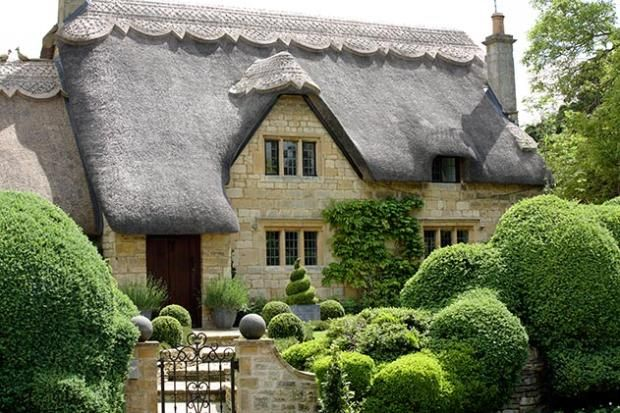 Thatched Roof Cottage In Chipping Campden Cotswolds England