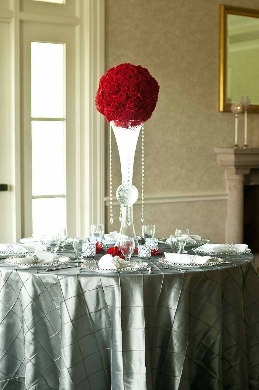 Simple topiary ball on a reversible trumpet vase