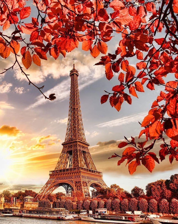 или любое очень красивые картинки с эйфелевой башней высокими окнами двухместным