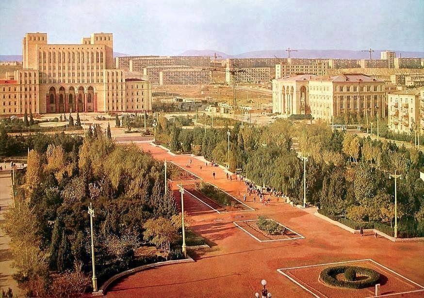 Elmlər Akademiyasinin Onu Baki 1972 Ci Il Paris Skyline Baku Skyline