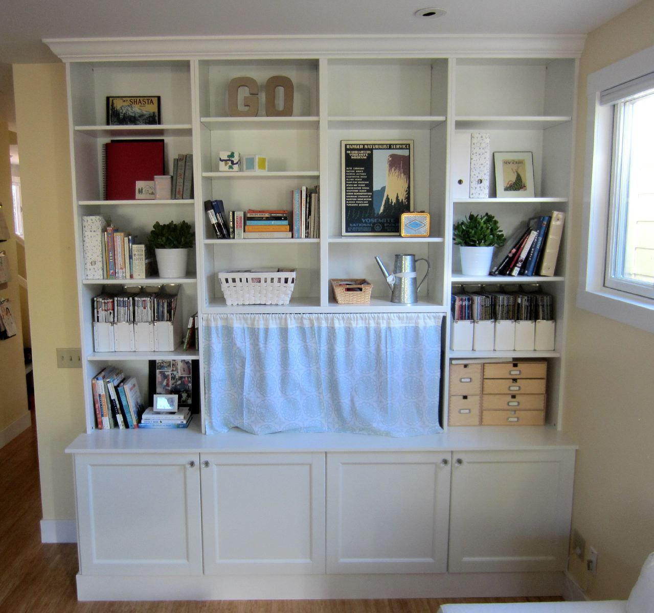 Ikea hack bookshelves ikea hack 2 besta built in family - Ikea estanteria besta ...