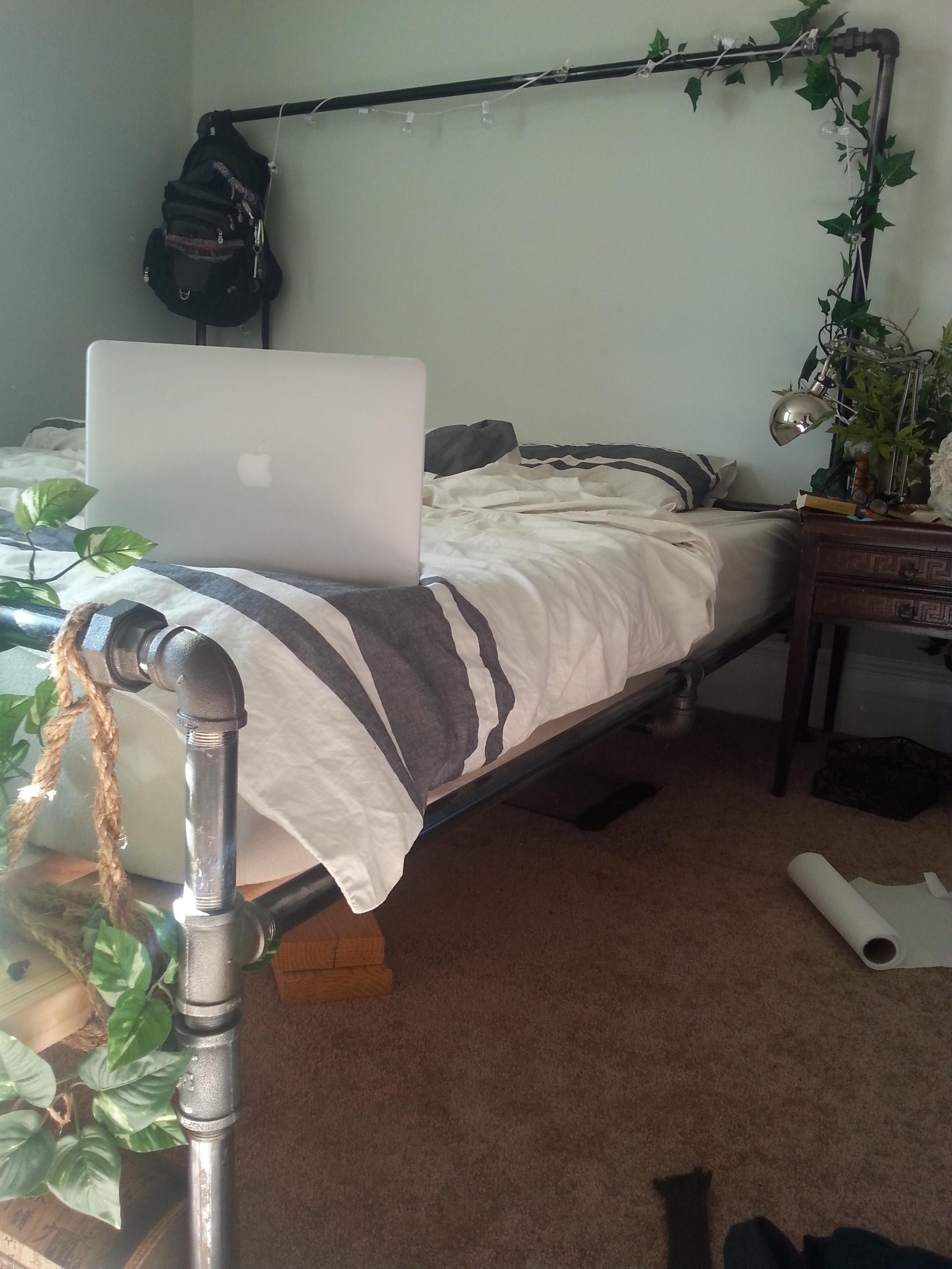 Diy Industrial Pipe Bed