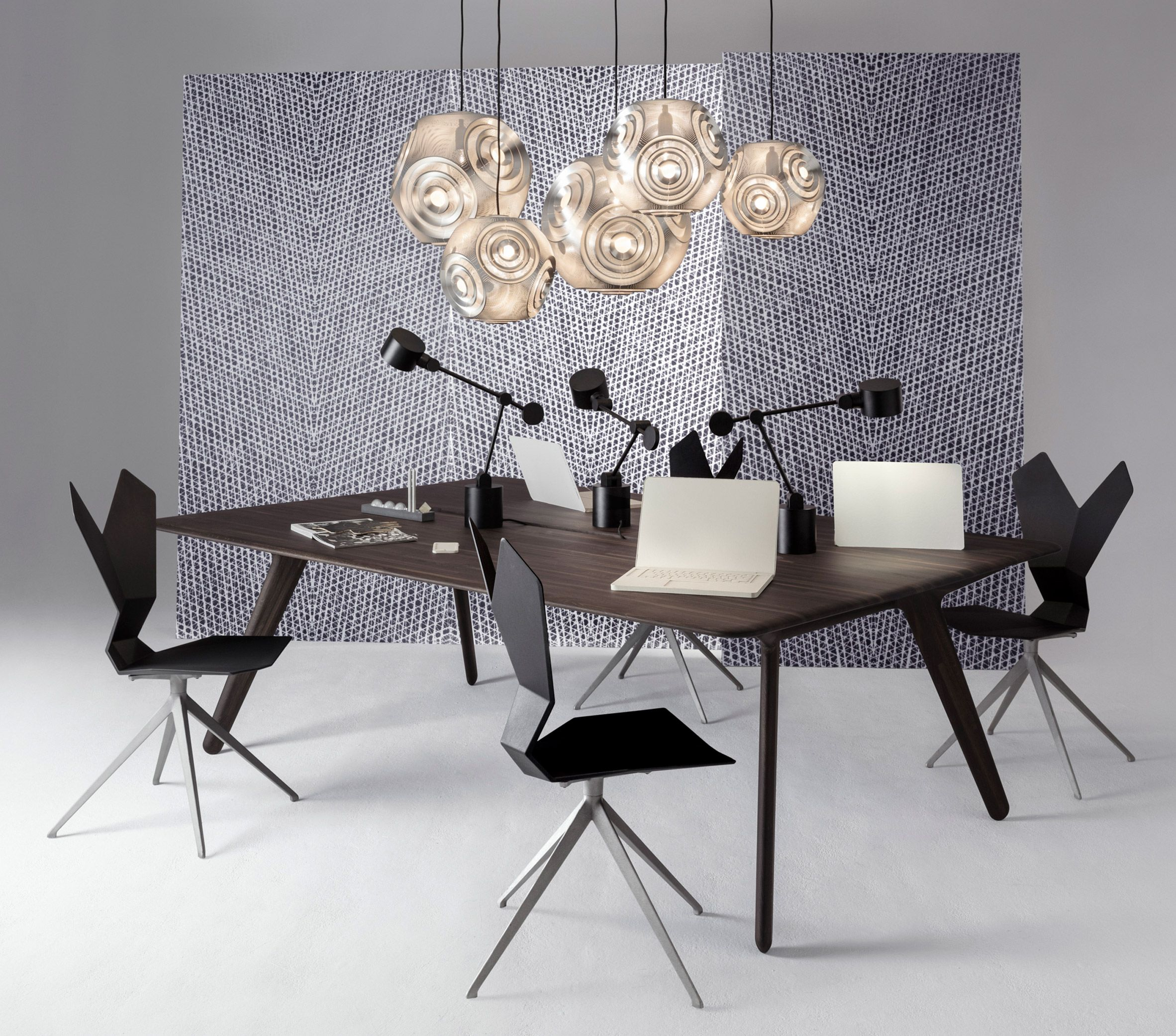Tom Dixon Rifts On Earlier Designs Here A Table And Chairs From  # Muebles Zientte